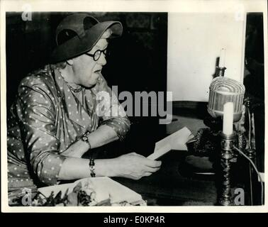 Apr. 04, 1934 - British actress reads Hans Andersen Fairy Tales in Odense - Denmark.: Margaret Rutherford the famous - Stock Photo