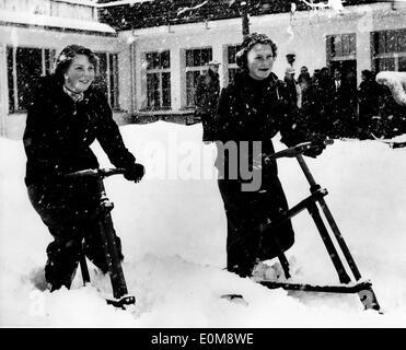 Princess Beatrix and Irene play in snow - Stock Photo