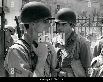 Sep. 09, 1962 - Rome: At Salerno the troupe of the film ''The Victors'' is filming some scenes, some of the most - Stock Photo