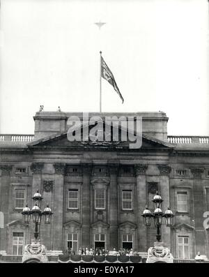 Jun. 14, 1969 - The British Prototype Concorde 002 flies over Buckingham Palace on the Queen's official Birthday: - Stock Photo