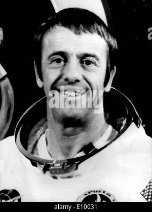 alan b. shepard astronaut on the surface of the moon nasa 1971 - photo #27