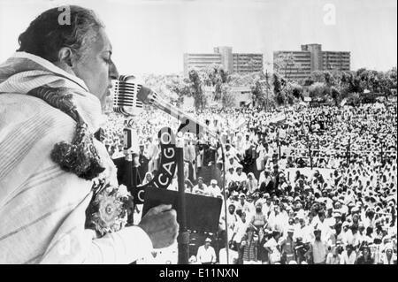 Prime Minister INDIRA GANDHI giving a speech - Stock Photo