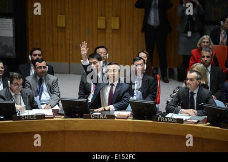 NY, NY, USA. 22nd May, 2014. Wang Min (C), China's deputy permanent representative to the United Nations, votes - Stock Photo