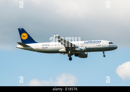 Side view of a Lufthansa Airbus A320 aircraft on approach to land at London Heathrow airport - Stock Photo