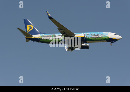 Ryanair Boeing 737-800 with National Express advertising on side on final approach - Stock Photo