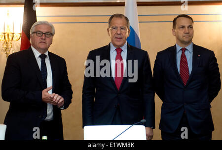 St. Petersburg, Russia. 10th June, 2014. Russian Foreign Minister Sergei Lavrov (centre) warned Ukraine Tuesday - Stock Photo