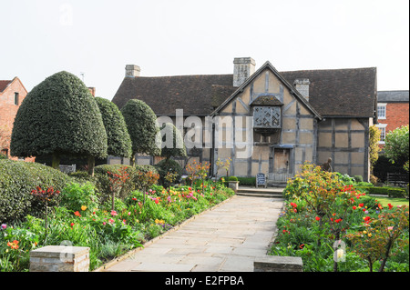 a look at the birthplace of william shakespeare an english playwright While april 23, 1564 was the day traditionally given for the birthdate of the  english playwright, april 23, 1616 found the bard of avon passing.
