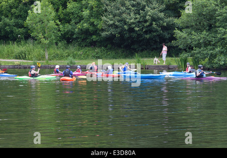 Children and instructors canoeing/kayaking  on the lake in Yarrow Valley Country Park, Coppull in Lancashire, UK. - Stock Photo
