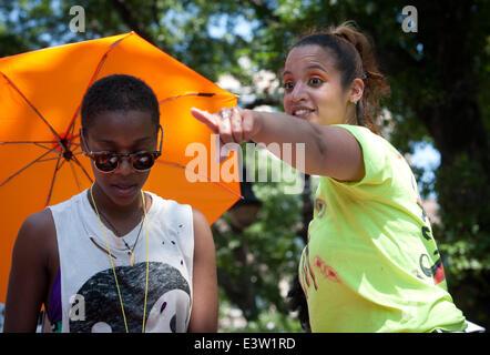 Manhattan, New York, USA. 29th June, 2014. Netflix series ''Orange Is The New Black'' cast members SAMIRA WILEY - Stockfoto