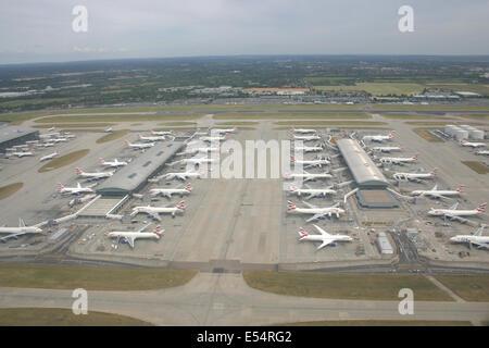 LONDON HEATHROW AIRPORT TERMINAL FIVE 5 - Stock Photo