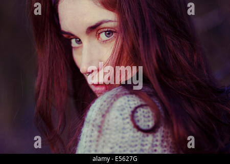Young woman with serious expression, portrait - Stockfoto