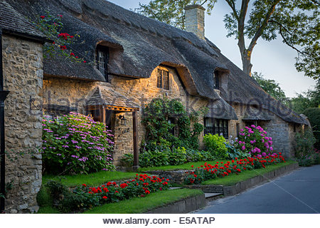 Thatch Roof Cottage In Broad Campden The Cotswolds