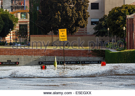 Los Angeles, California, USA. 29th July, 2014. Water cascades down into the underground parking area for at Pauley - Stock Photo