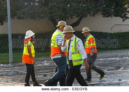 Los Angeles, California, USA. 29th July, 2014. Los Angeles Department of Water and Power (DWP) officials respond - Stock Photo