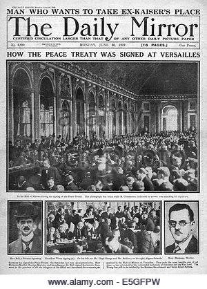 1919 Daily Mirror front page reporting the signing of the Treaty of Versailles - Stock Photo