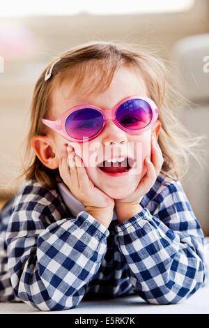 3-year-old girl wearing pink glasses. - Stockfoto
