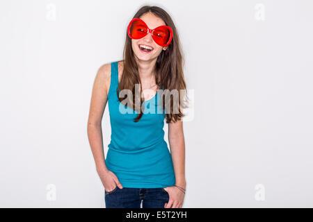 Teenage girl wearing sun glasses. - Stockfoto