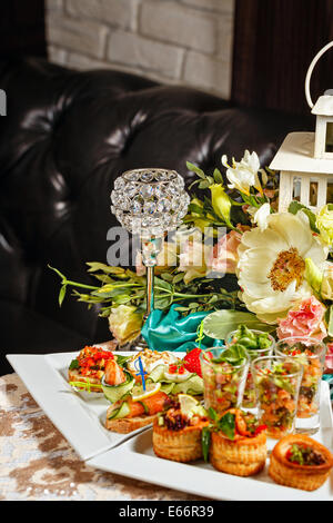 Restaurant food in the form of snacks sandwiches and for Restaurant canape