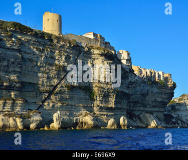 Upper town on the white chalk cliffs, Bonifacio, Corsica, France - Stockfoto