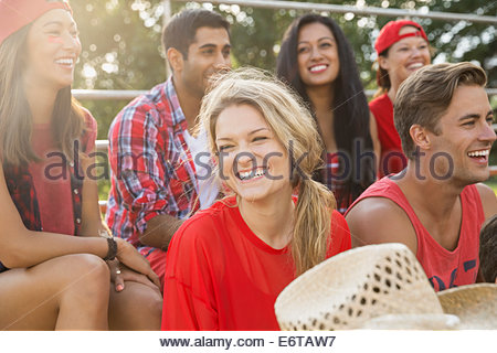 Friends laughing at sporting event - Stockfoto
