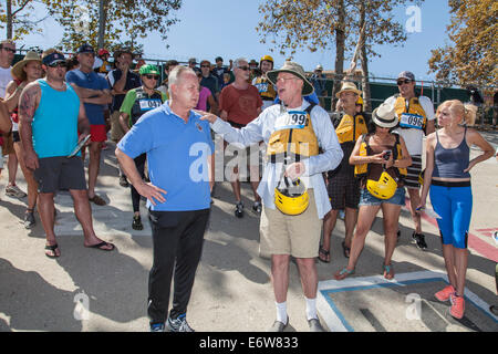 LA, CA, USA. 30th Aug, 2014. Los Angeles City Council member Tom LaBonge and Ed Begley Jr. talk to the crowd and - Stock Photo