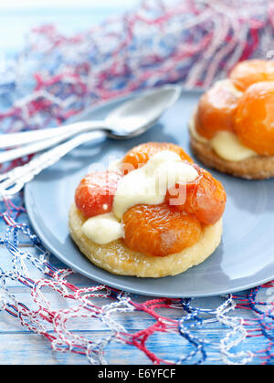 Pan-fried apricots and yoghurt mousse shortbread tartlets - Stock Photo