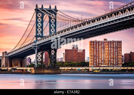 Manhattan Bridge under a purple sunset - Stock Photo