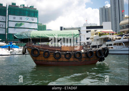 Junk in Aberdeen harbour, Hong Kong, China. - Stock Photo
