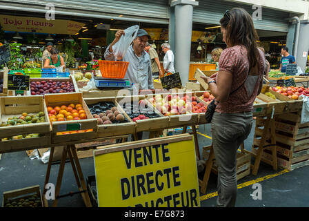In a street food market in bordeaux on the quai des for Aquitaine france cuisine