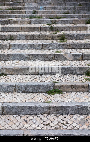 Stone steps in black and white. Old staircase of Lisbon - Stockfoto