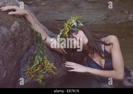 Young beautiful woman in river - Stockfoto