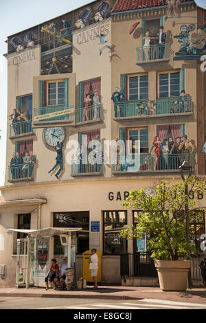 Street scene and trompe l 39 oeil wall painting on the for Chambre commerce canada
