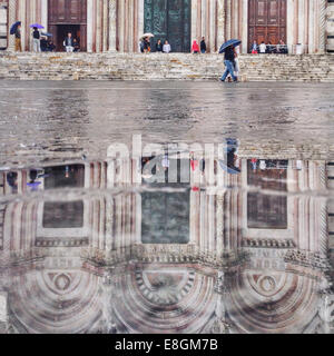 Italia, Tuscany, Siena, Cathedral reflected in puddle - Stock Photo