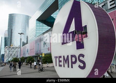Les quatre temps shopping mall and leisure complex in la defense stock photo - Les quatre temps boutiques ...