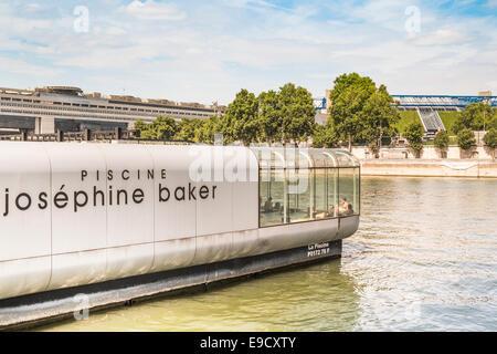 Piscine Josephine Baker Floating Swimming Pool In The Seine Paris Stock Photo 26874648 Alamy