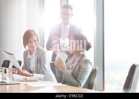 Business people having lunch break - Stockfoto