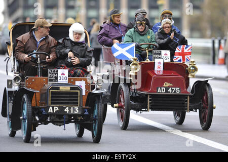 London, UK. 02nd Nov, 2014. Vintage cars crossing Westminster Bridge during the 2014 Bonhams London to Brighton - Stock Photo