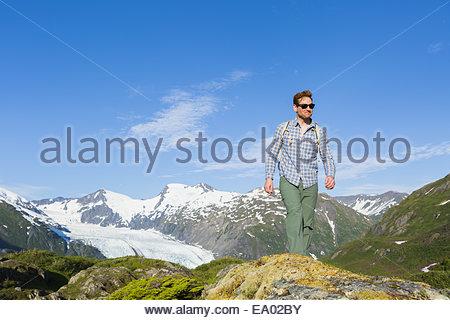 Man hiking on Portage Pass above Whittier, Prince William Sound, Southcentral Alaska - Stockfoto