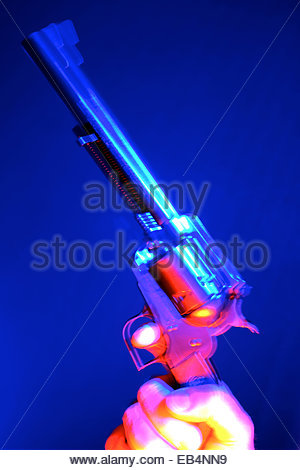 A Ruger 44 Magnum Super Blackhawk single action revolver held and pointed by a man. - Stockfoto