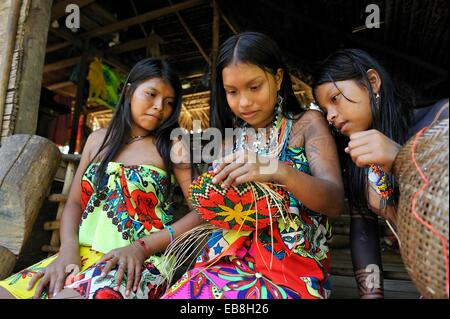 Esilda on left and her friends, young teenagers of Embera