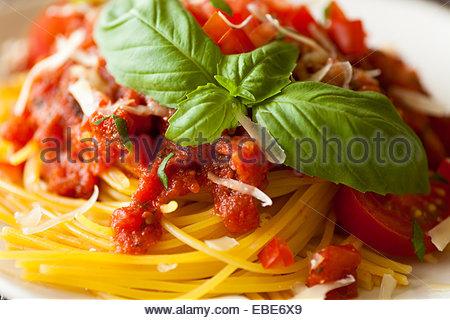 how to use fresh basil in spaghetti sauce