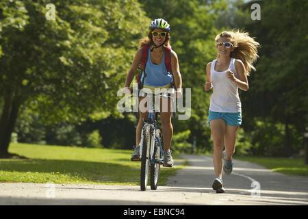 two teens running and mountainbiking, France, Savoie - Stockfoto