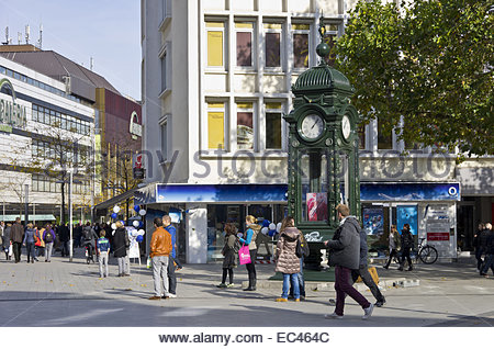 urban scene at the kroepcke hannover germany stock photo royalty free image 62503542 alamy. Black Bedroom Furniture Sets. Home Design Ideas