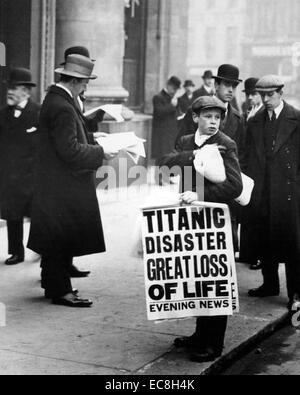 SINKING OF THE TITANIC  15 April 1912 as reported in the London Evening News - Stockfoto