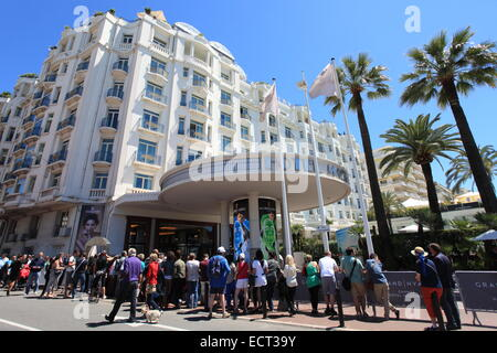 Line in front of the Martinez palace for the movie festival in Cannes, French Riviera. - Stock Photo