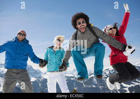 Portrait of exuberant friends in snow - Stockfoto
