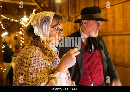 Old Bethpage, New York, USA. December 26, 2014. SHERRI GUTHRIE and husband CHART GUTHRIE, dressed in traditional - Stock Photo