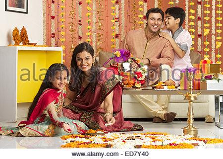 Indian family celebrating Diwali - Stockfoto