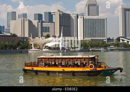 sightseeing boat on the Singapore River, the skyline of Singapore, Marinabay, Esplanade drive, - Stock Photo