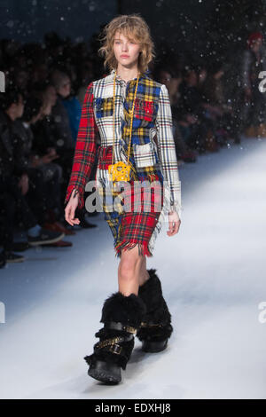 London, UK. 11th January, 2015. Moschino creates a perfect winter for its Autumn Winter catwalk show as part of - Stock Photo
